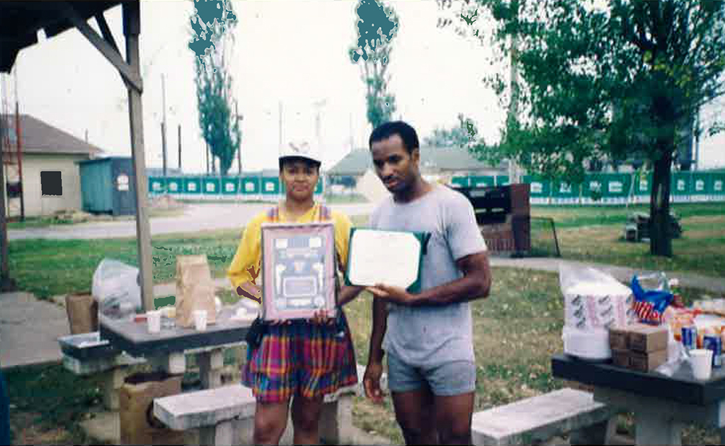 "4th July5-K Fun-Run ""Korea"" Presenting Spc.4 Jackson with Tour Completion Award, 1992"